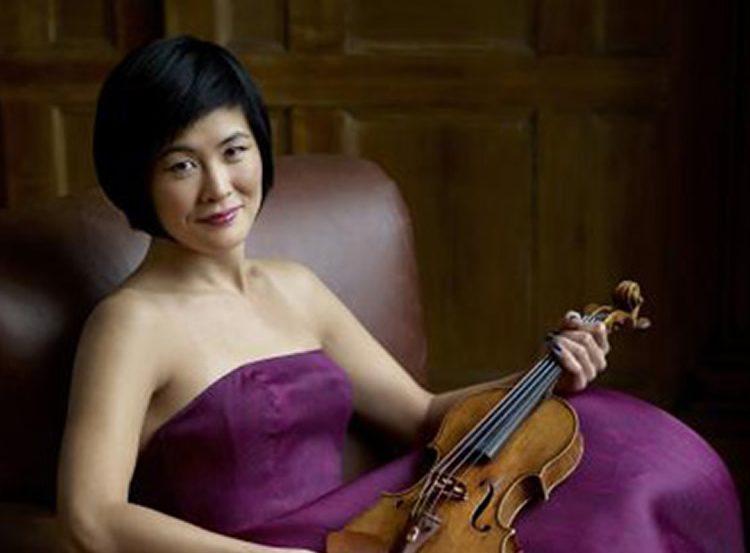 Photo of violinist Jennifer Koh.