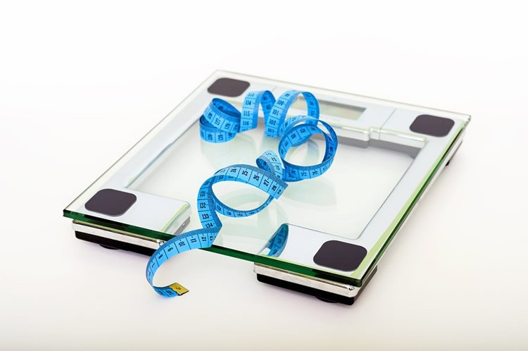 a scale and measuring tape