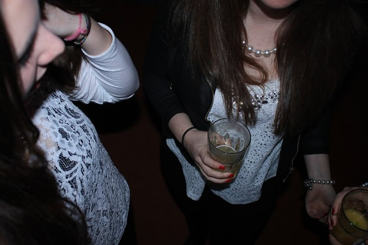 this shows teenage girls drinking