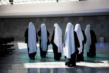 This shows a group of nuns