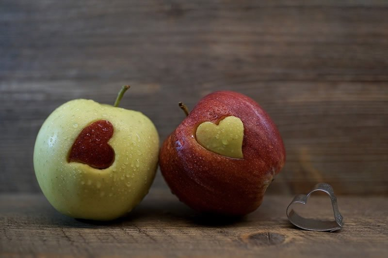 This shows a red and green apple