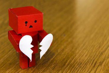 This shows a robot with a broken heart