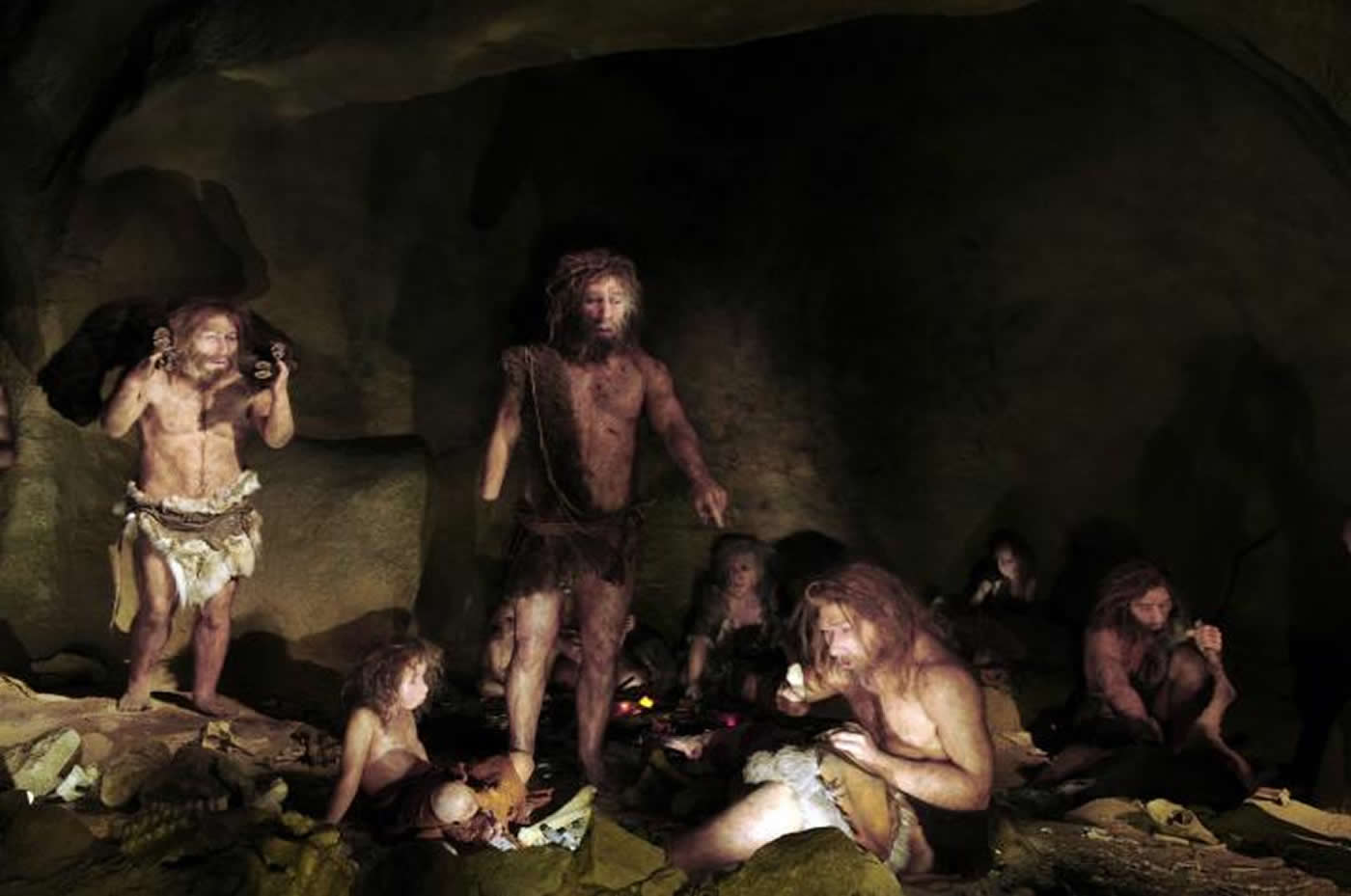 This shows a family of neanderthals