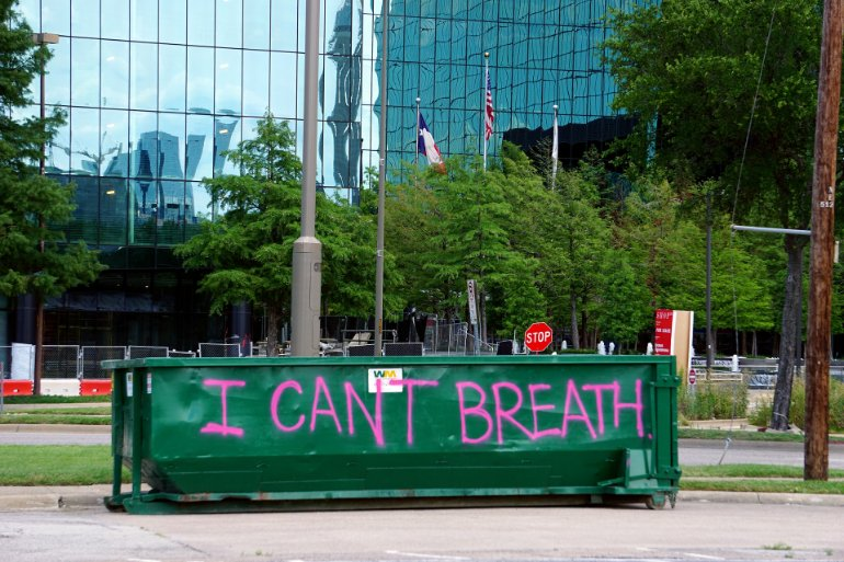 "This shows a wall painted with ""I Can't Breath"""