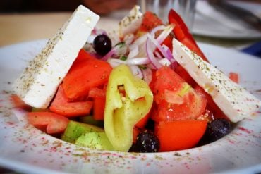 This shows a MIND diet plate of food with tomatoes, pepper and cheese