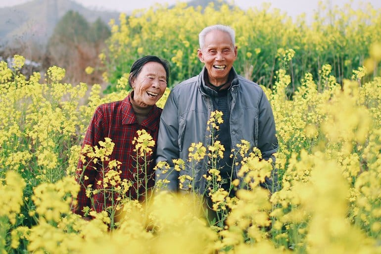 This shows an older couple in a field