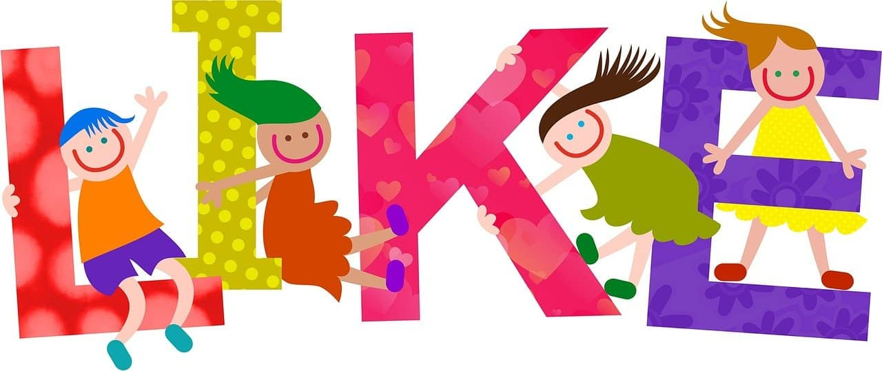 Questo è un cartone animato di bambini seduti sulle lettere della parola like