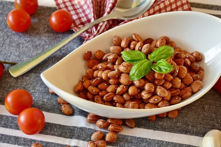 This shows a bowl of fresh beans