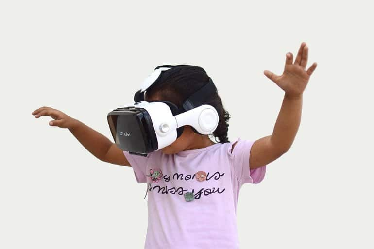 This shows a little girl in a VR system